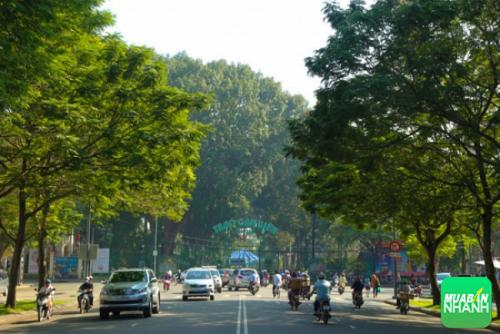 Cổng Thảo Cầm Viên nhìn từ góc đường Lê Duẩn. (Ảnh: Andy Trần)